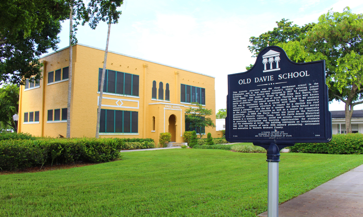 Picture of Old Davie School and historical marker